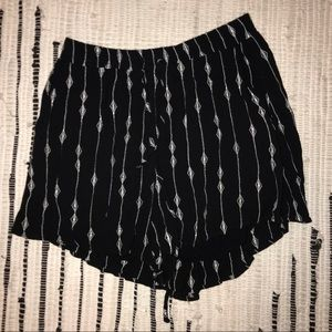 LUSH PATTERNED SHORTS